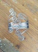 本厂专业生产各种铁丝铁皮弹簧手镯毛胚加工